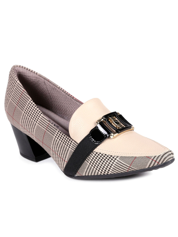 b05dac258c Sapato de Salto Feminino Piccadilly Bege xadrez - Lojas Pompeia