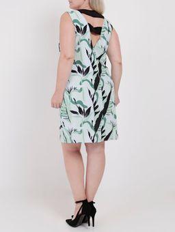 137258-vestido-plus-size-lifestyle-estampado-verde