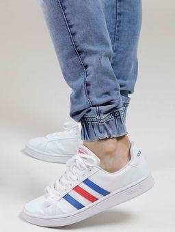 122276-foto-pe-tenis-adidas-branco-azul-vermelho