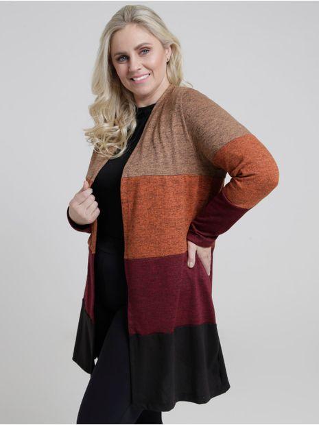 141949-casaco-tricot-plus-size-lifestyle-vinho-preto-pompeia2
